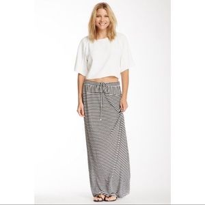Two by Vince Camuto striped skirt